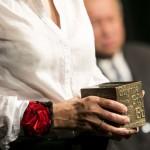 Kostka GND w rękach laureatki